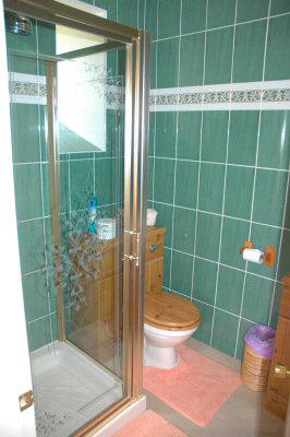 The 4-poster double bedroom has en-suite facilities comprising a shower, WC and wash hand basin.